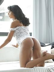 Man fucks hot babe Isabella Chrystin